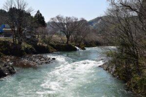 雪代の出た渓流