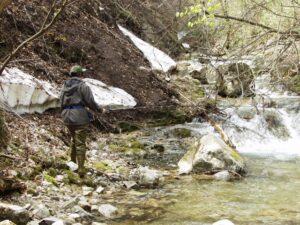 渓流の釣り人